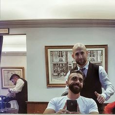 Truefitt and Hill has lots of super experienced and professionally trained barbers and two of my favourites are Omar pictured with me right here and Mohamed seen at the back. #helookslikeJasonStatham #helookslikeChrisDaughtry  #truefittandhill #truefittandhillmalaysia #mensgrooming #love  #barber @truefittandhillmalaysia by adamlob0