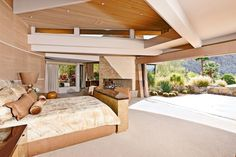 Contemporary comfort that opens to the outside.
