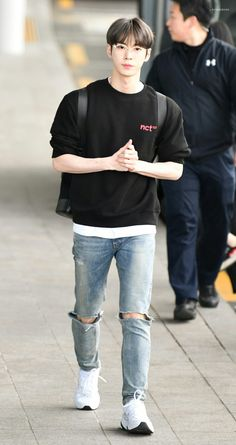 Cre : on pic Taeyong, Jaehyun, Nct 127, Nct Doyoung, Fandoms, Entertainment, Boyfriend Material, Nct Dream, Kpop