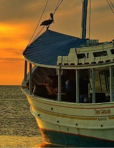 Hermoso atardecer en bahía de Juan Griego, Isla de Margarita, Venezuela