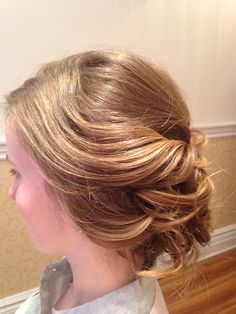 Soft, romantic Bridal hair.