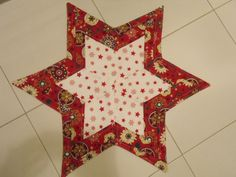 Vánoční+ubrus+ubrus+vánoční+hvězda+šitý+technikou+Patchwork+100%+bavlna+spodní+díl+polyester+ubrus+je+vyztužen+/nažehlovací+vlizelin/+velikost.....+průměr+59+cm+praní+na+30+v+ruce+žehlit+ano