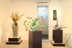展示風景/ installation view田代裕基   HIROKI TASHIRO  STATEMENT 1982年、岐阜県生まれ。2007年、東京造形大学造形学部美術学科彫刻専攻卒業。 木を彫り、表面に彩色をほどこす言わば伝統的な手法を用い、自身が感じる生命の不思議や 命が持つ躍動感を様々な動物の姿に換え表現する木彫作家。 学生時代から主にアジア諸国を中心にバックパックひとつで周り、インスピレーションの源としている。 現在は得意としてきた動物の姿を借りた木彫を越え、新たな表現世界へと進んでいる。