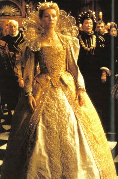 Shakespeare in Love - Gwyneth Paltrow as Viola De Lesseps, Costume Design by Sandy Powell Shakespeare In Love, Lily James, Gwyneth Paltrow, Sandy Powell, Renaissance Gown, Romeo Y Julieta, Golden Dress, Most Beautiful Dresses, Pretty Dresses