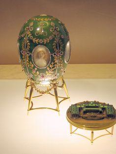 Nicola II regalò alla madre questa meraviglia:la sorpresa contenutavi consisteva nella riproduzione miniaturizzata del Palazzo di Gatçina, residenza dell'Imperatrice Marija