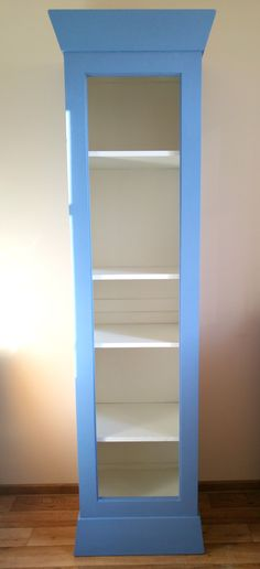 The old bookcase painted a homemade chalkpaint. I try to get the Pantone color of the year - Serenity.