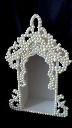 Oratório decorado com pérolas