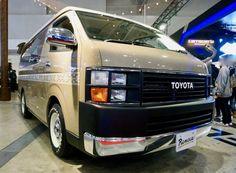 FLEXカスタムハイエース Renoca HIACE COAST LINES ベース車両:TOYOTA | ハイエース エアロ:FLEXオリジナル角目四灯クラシックフェイスキット ホイール:DEAN CROSS COUNTRY(F・R 16×7J+40) 東京オートサロン2017出展車両