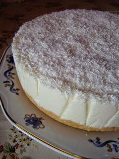 A kókuszos sütemények királynője, nem kell sütni, pikk-pakk elkészül és olyan ízletes, hogy mindenkit elbűvölhetsz vele! Hozzávalók: 20 dkg háztartási keksz 12 dkg vaj 50 dkg tehéntúró 3 dl tej 2 tasak zselatin 18 dkg cukor 2 tasak vaní... Sweet Desserts, No Bake Desserts, Sweet Recipes, Dessert Recipes, Hungarian Desserts, Hungarian Recipes, Sweet Tarts, No Bake Cake, Cookie Recipes