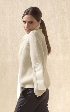 Victoria Beckham | Fall 2016 | Penryn jumper | AucciKnitting | Knitting | Knitting project | Moda | Knitwear 2016 | Girl | Pullover | Pullover Sweater | Pullover stricken | Pullover outfit | Pullover nähen | Pullover stricken anleitung | Stricken | Stricken deutsch | Stricken anleitungen | Sweaters | Sweater dress | Sweater outfits | Sweater for fall | Sweater weather | Hand made