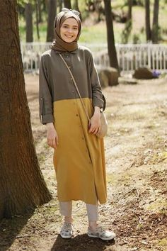 Chic Ways to Wear Tunic For Hijab Outfit Hijab Casual Hijab Outfit, Hijab Chic, Hijab Dress, Casual Outfits, Abaya Fashion, Muslim Fashion, Modest Fashion, Fashion Outfits, Modest Dresses