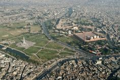 The sprawling city of Lahore behind its iconic buildings. Lahore stretches out behind the Badshahi Mosque and Minar-e-Pakistan. This photo also affords an excellent view of the Lahore Fort and its Alamgiri Darwaza, the Samadhi of Ranjit Singh, former Governer of Lahore, and the Gurdawara alongside it are also seen. Lahore 1
