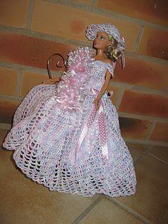 Encore une robe à tournure pour Barbie | Robe barbie, Modèles tricot barbie et Barbie