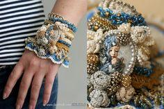 Купить Мать и ребенок - вязаные манжеты крючком - бежевый, синие бусы, золотой, полимерная пластика