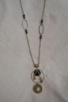 Sautoir en bronze avec perles noires et pendentif étoile