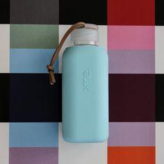SQUIREME GLASS BOTTLE Y1 SURF BLUE – Kladi Glass Bottles, Surfing, Water Bottle, Drinks, Blue, Drinking, Beverages, Surf, Water Bottles