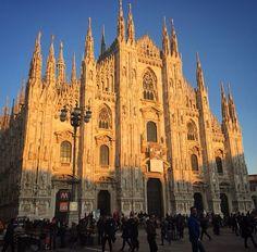 Good bye Milan ! See you soon ! ❤️ #milano #milan #italy #duomo #centro #citta #italia #instatravel #sunset #culture #travel #blusky #beautiful #sky #love #cathedral #lombardia #visit #blog #lifestyle #blogger #instablog #fashionblog  #sisters #wanderlust #italian #byebye #mailand #dom #globe / www.desjen.com
