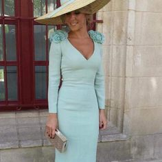 I love this classy mint dress The Dress, Dress Skirt, Bodycon Dress, Satin Dresses, Prom Dresses, Gowns, Classy Outfits, Cool Outfits, Derby Outfits
