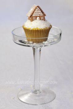 Royal Icing Mini Gingerbread House Tutorial