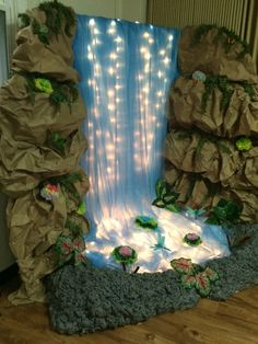 Risultati immagini per waterfalls vbs decorations Jungle Decorations, School Decorations, Festival Decorations, Christmas Decorations, Christmas Lights, Ganapati Decoration, Decoration For Ganpati, Vbs Crafts, Diy And Crafts