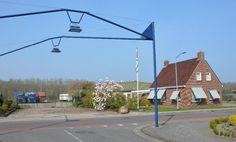 Op goede locatie gelegen, perfect onderhouden woonhuismet loodsen. In directe nabijheid van school en buurtsuper, zwembad, sportvelden en op kleine afstand van Blauwestad (www.blauwestad.nl).