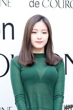 Best 9 SUNMI – and this picture is well worth coverage in the news. There is wonderful sense of undulation with this sculpted black top . Pretty Asian, Beautiful Asian Women, Korean Beauty, Indian Beauty, Apink Naeun, Girl Korea, Girls In Mini Skirts, Korean Celebrities, Korean Actresses