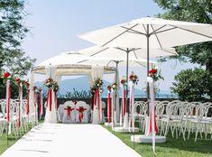 #Hochzeit #Stühle_weiß #Sonnenschirme_mieten #Teppich_für_die_Trauung #SchloßMaria_Loretto Gazebo, Outdoor Structures, Patio, Outdoor Decor, Home Decor, Event Management, Wedding Chairs, Pavilion, Outdoor Camping