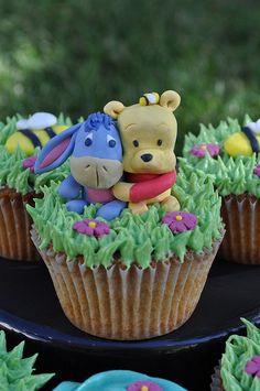Adorable Winnie Pooh cupcakes. OMG how could you eat it,