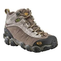 Explore the great outdoors more with the Yellowstone BDry Hiking Boot from Oboz. Thanks to the mesh and rugged outsole that are parts of its design, your feet will be able to breath easy, and cling ea