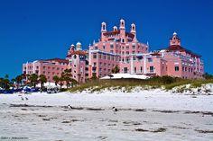 The Don CeSar Hotel St. Pete Beach, Florida miss eating poolside . Florida Hotels, Old Florida, Tampa Florida, Florida Beaches, Barbie Malibu Dream House, Pink Castle, Petersburg Florida, Castle House, Grand Tour