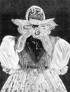 Vintage Art, Vintage Photos, Capital Of Hungary, Costumes Around The World, European Dress, Hungarian Embroidery, Heart Of Europe, Folk Dance, Antique Lace