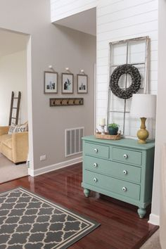 Cool 50 Welcoming Rustic Entryway Decorating Ideas https://livinking.com/2017/08/25/50-welcoming-rustic-entryway-decorating-ideas/