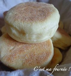 Muffin Tin Recipes 79649 It's my batch!: English muffins :: Oh yeah ! (this recipe looks much more successful than the one I had already tested) Cooking Bread, Cooking Recipes, Chefs, Pastry Cook, Muffin Tin Recipes, Bread And Pastries, Dinner Rolls, Love Food, Sweet Recipes