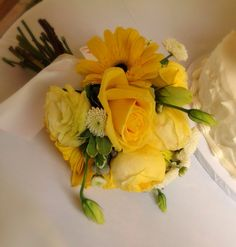 Yellow tossing bouquet...
