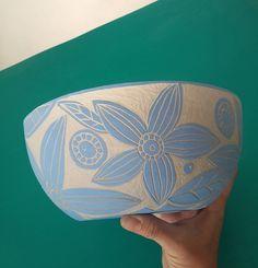 Pottery Painting, Ceramic Painting, Ceramic Art, Pottery Lessons, Flower Pot Design, Banana Ice Cream, Ceramic Studio, Sgraffito, Handmade Pottery