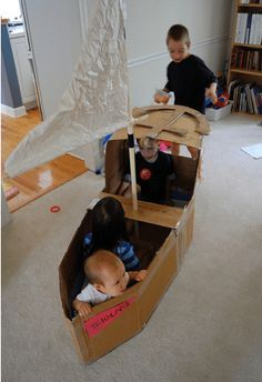Lots of cardboard box tutorials for kids – hours of play for rainy days! The cardboard box, nothing is more fun to a kid. Kids Crafts, Craft Activities For Kids, Toddler Activities, Projects For Kids, Diy For Kids, Summer Activities, Boat Crafts, Craft Ideas, Cardboard Crafts