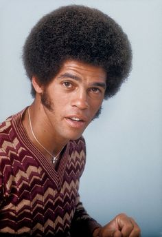 LOS ANGELES - OCTOBER Karate champion and actor Jim Kelly poses for a portrait for Right On! Magazine on October 1976 in Los Angeles, California. (Photo by Michael Ochs Archives/Getty Images) Black Actors, Black Celebrities, Dark Man, Jim Kelly, Lady Gaga Pictures, Afro Samurai, Native American Images, Black Men Hairstyles, Handsome Black Men