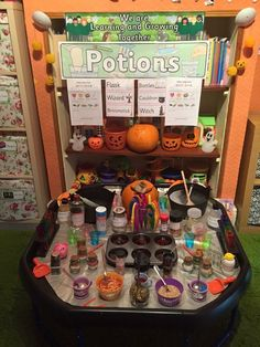 Easy Diy Garden Projects You'll Love Theme Halloween, Halloween Math, Halloween Crafts For Kids, Halloween Activities, Autumn Eyfs Activities, Nursery Activities, Play Based Learning, Learning Through Play, Nursery Practitioner
