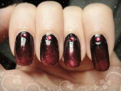Ida-Marian kynnet / Dark gradient with rhinestones / #Nails #Nailart