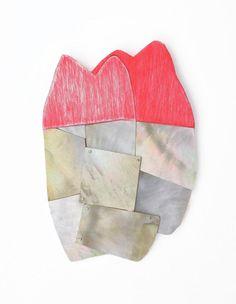 Spilla Reflection - Lina Peterson - Svezia - Realizzata in legno, madreperla, ottone e pittura