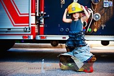 Daddys little girl trying on his turnout gear. Ohmygosh this will have to happen Firefighter Family, Firefighter Pictures, Female Firefighter, Firefighter Photography, Family Photography, Toddler Poses, Fireman Party, Daddys Little Girls, Family Goals