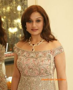 Sonia-Agarwal-diamond-necklace