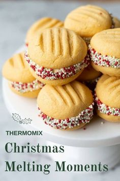 These deliciously soft and buttery Thermomix Christmas Melting Moments are sandwiched together with silky buttercream icing and dipped in Christmas themed sprinkles. Melting Moments Biscuits, Melting Moments Cookies, Xmas Food, Christmas Cooking, Easy Mince Pies, Christmas Biscuits, Thermomix Desserts, Small Cake, Cookie Recipes