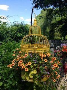 New small bird cage decor birdcage planter ideas Container Flowers, Flower Planters, Flower Pots, Succulent Containers, Container Plants, Outdoor Planters, Diy Planters, Planter Ideas, Ideas Florero