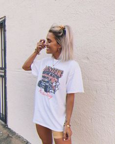 Big Shirt Outfits, Graphic Tee Outfits, Cute Casual Outfits, Stylish Outfits, Girly Outfits, Girls Summer Outfits, Outfit Summer, Summer Clothes, Estilo Retro