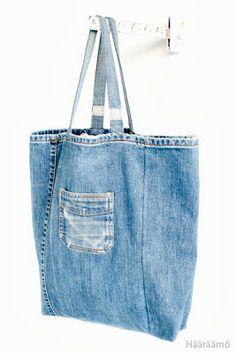 Hääräämö: Kasseja I can see this with even more pockets. Bag Jeans, Denim Purse, Jeans Refashion, Denim Ideas, Denim Crafts, Diy Handbag, Linen Bag, Recycled Denim, Fabric Bags