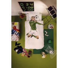Nieuw bij Flinders: het Soccer Champ dekbedovertrek van Snurk . Elke avond is jouw doel bereikt. En droom je niet al een tijdje van het maken van een doelpunt waarbij het gras door de lucht vliegt? Dan is dit dekbedovertrek een inkoppertje. #slaapkamer #design #nieuw