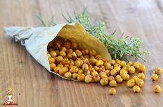 Una ricetta semplicissima per trasformare dei banali ceci lessi in sfiziosi snack da sgranocchiare, bastano pochi e semplici ingredienti ed il gioco è fatto!