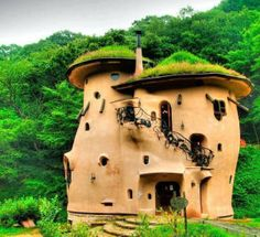 Vancover Cob House on Mayne Island in British Columbia. unbelievable work. please like and share. please like and share it to your timeline & friends: http://pinterest.com/travelfoxcom/pins/