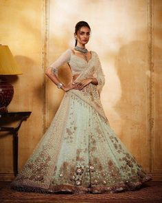 Tarun Tahiliani at India Couture Week 2018 Jewellery : Photography : . Indian Designer Outfits, Indian Outfits, Bridal Looks, Bridal Style, Saree Wedding, Wedding Dresses, Wedding Wear, Dream Wedding, Veere Di Wedding